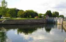 Where to Fish. Coarse fishing venues in Surrey - River Thames, Laleham
